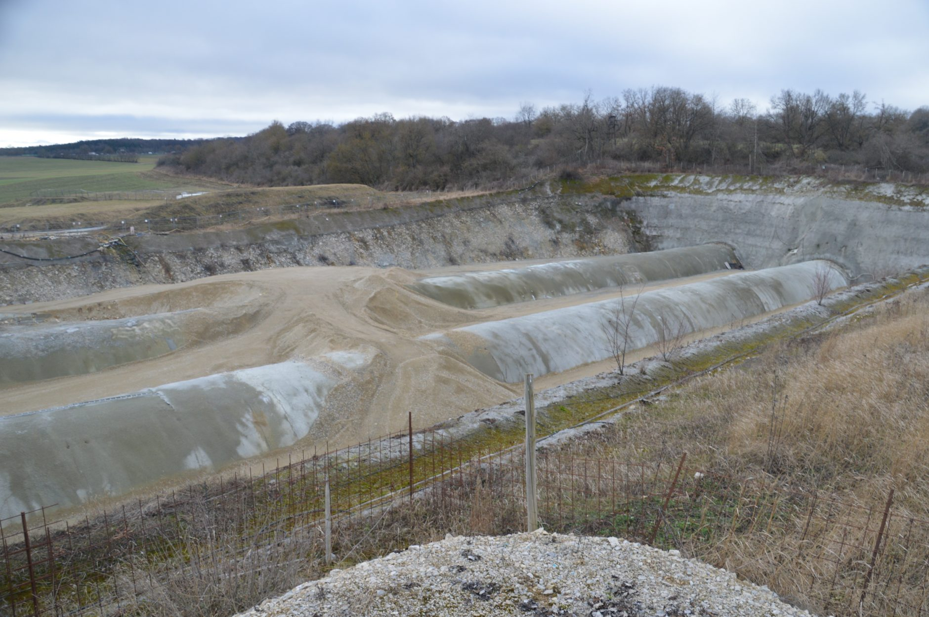 Offene Tunnelbauweise – die Tunnelröhren sind fertig, die Grube wird wieder verfüllt