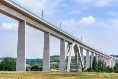 Lange EIsenbahnbrücke zur Verbesserung der Infrastruktur